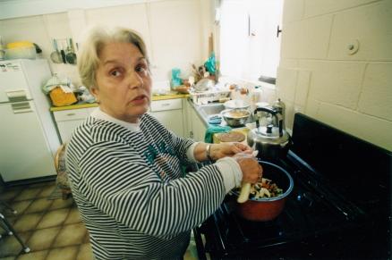 Mum cooking sans recipes
